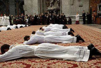 Prions pour les nouveaux prêtres ordonnés