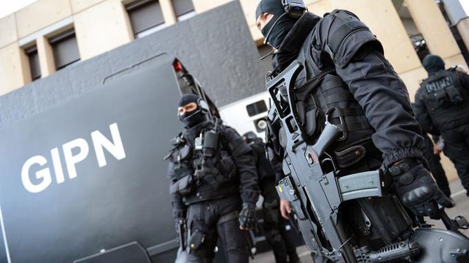 """Pendant que des Français sont assassinés, qu'un fiché S tue à coup de couteau, """"on"""" libère """"par erreur"""" un homme suspecté de djihadisme"""
