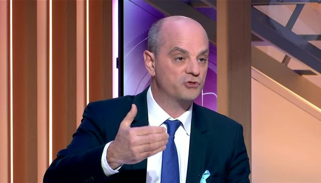 On a retrouvé Sylvain Durif : cheveux coupés et en costume, il est ministre de l'éducation