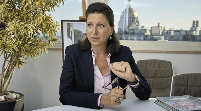 """Inséminations illégales : """"C'est la première fois qu'on m'en parle"""", selon Agnès Buzyn"""