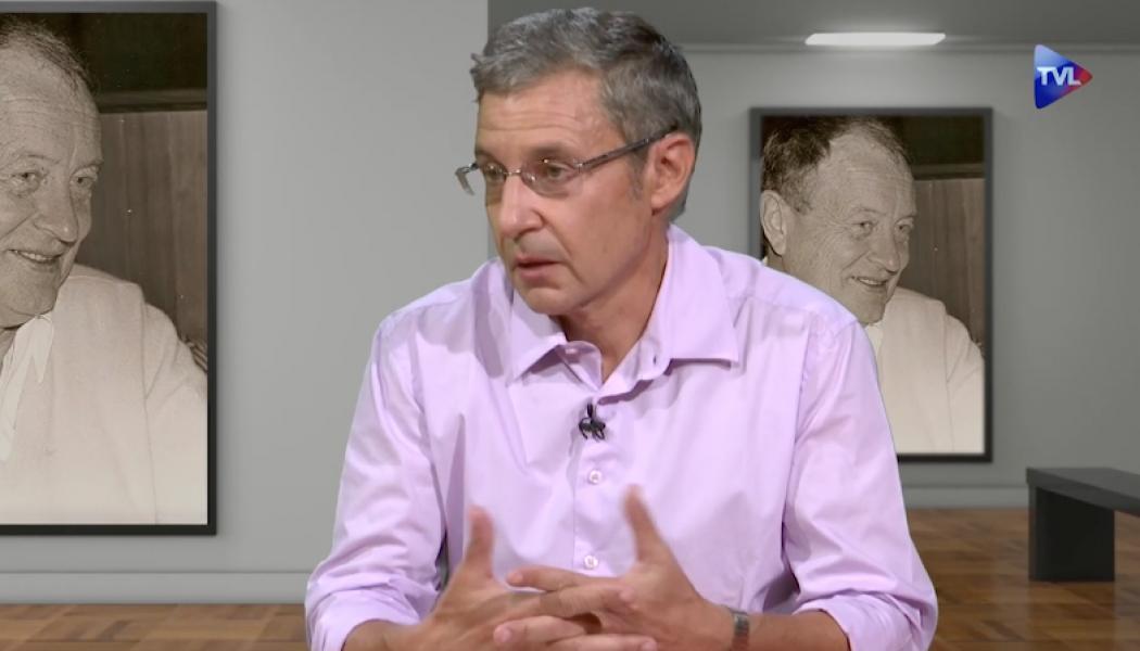 """Rémi Fontaine présente son ouvrage """"Itinéraires de chrétienté avec Jean Madiran""""."""