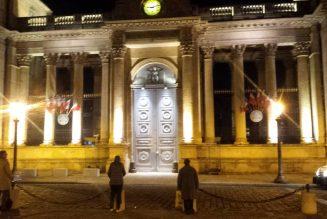 PMA : Les Sentinelles devant l'Assemblée nationale