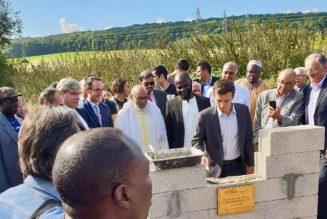 Le député LREM Aurélien Taché pose la première pierre d'une mosquée