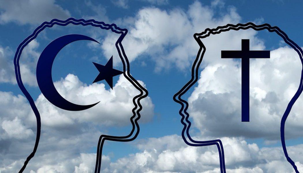 Chaque année, dans une très grande discrétion ils sont des milliers en France à quitter l'Islam