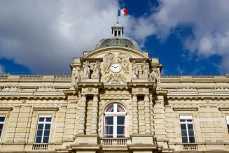 Macron a-t-il oublié que le sénat a tenu tête au général De Gaulle ?