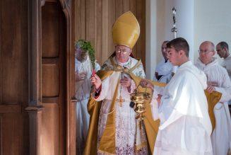Mgr Pozzo : La crise des vocations est due à la crise de la figure du prêtre, de l'identité sacerdotale
