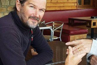 Il retrouve son alliance 14 ans après l'avoir perdue sur une plage