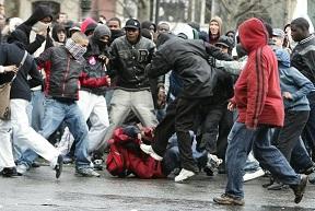 Contre les bandes violentes, Gérald Darmanin est bien silencieux