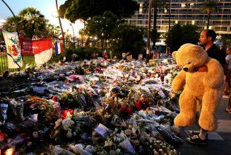 Il n'y aura bientôt plus qu'Emmanuel Macron à croire que l'on peut gouverner à coups d'ours en peluche