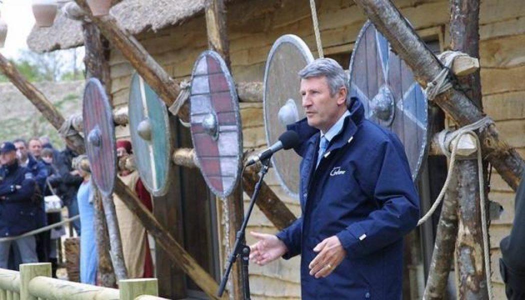 Edouard Philippe contre la réouverture du Puy du Fou