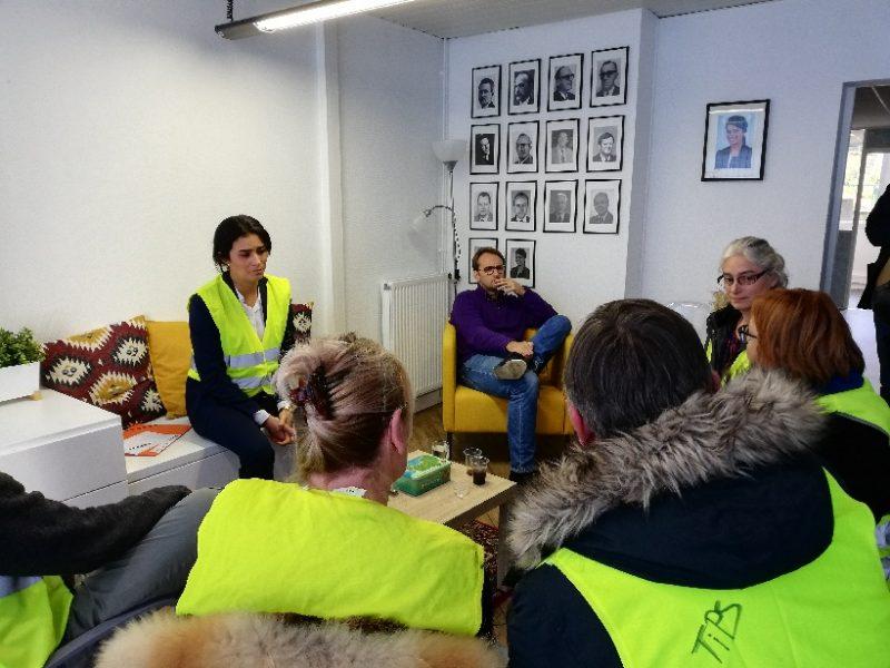 Le député LREM de la Manche Sonia Krimi en gilet jaune