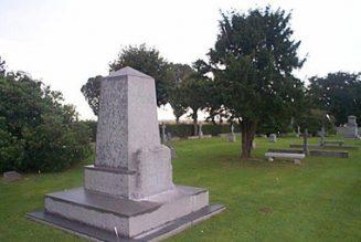 En plein centenaire, des éoliennes à côté d'un cimetière de la Grande Guerre