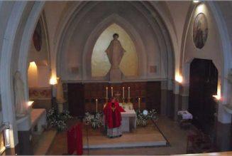 Aux prêtres, pour qu'ils célèbrent la messe chaque jour, même seuls
