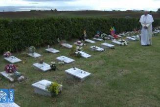 """Le Pape va célébrer la messe pour les défunts au """"jardin des anges"""", le cimetière des enfants morts avant la naissance"""