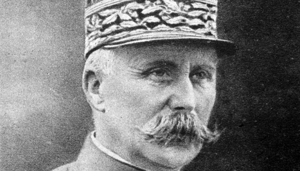 """Hommage à Pétain, le vainqueur de Verdun : le """"en même temps"""" d'Emmanuel Macron"""
