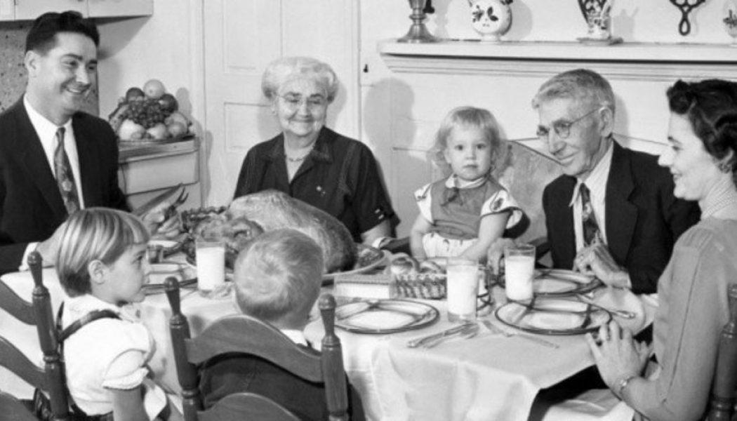 Ce qui vous a marqué durant votre enfance en 5 photos ! - Page 3 Rester-zen-pendant-un-repas-de-famille-10-astuces-indispensables_width1024-1050x600