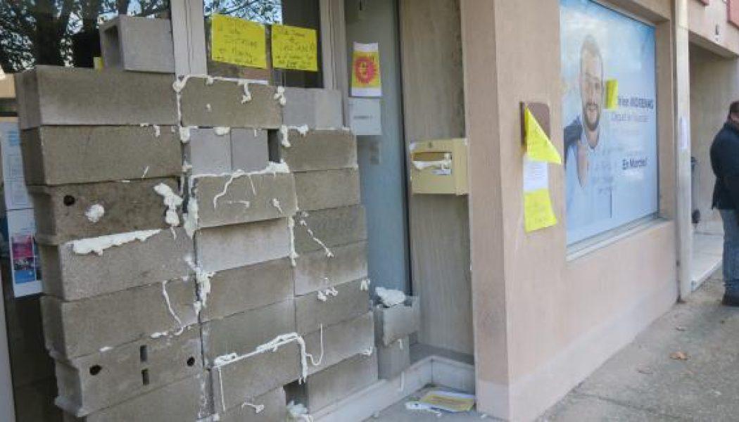 Les déboires de députés LREM : permanences murées, véhicules incendiés…