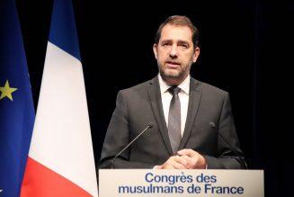 Christophe Castaner parle islam de France…au milieu des livres djihadistes