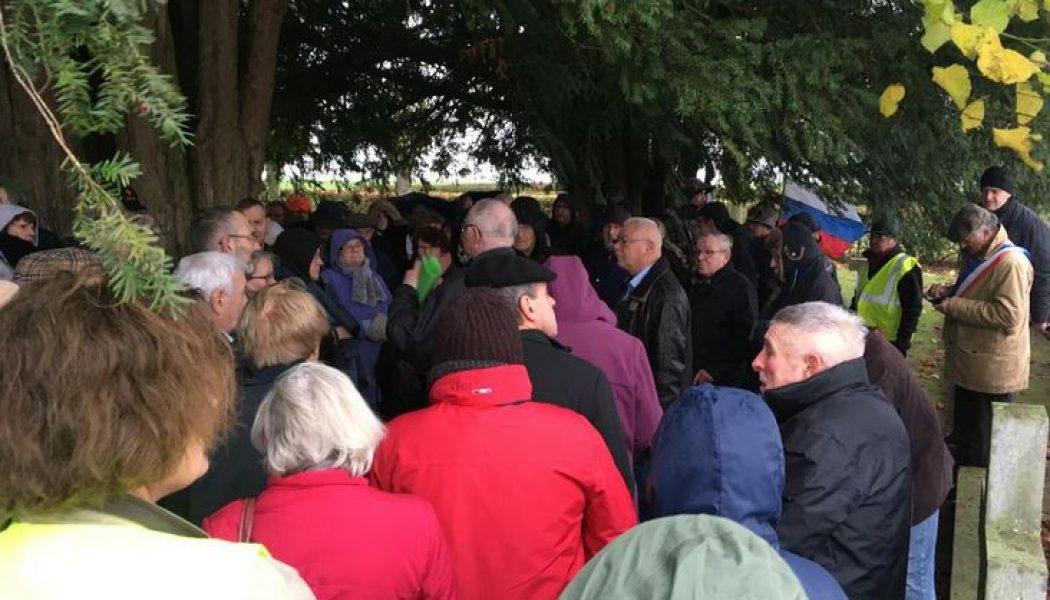 Manifestation contre l'installation d'éoliennes à côté d'un cimetière de la Grande Guerre