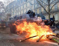 Quand Macron remercie les forces de l'ordre…