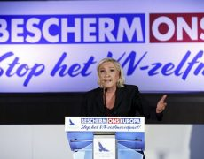 Marine Le Pen et Steve Bannon reçus par le Vlaams Belang pour dénoncer le Pacte sur les migrations