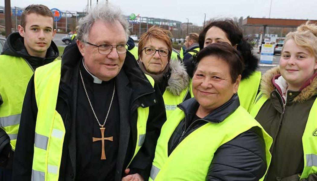 Mgr Ginoux : interdire la communion sur la langue est absurde