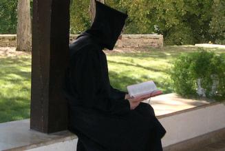 Faire rayonner par les prêtres et les évêques l'authentique fécondité de l'Immaculée