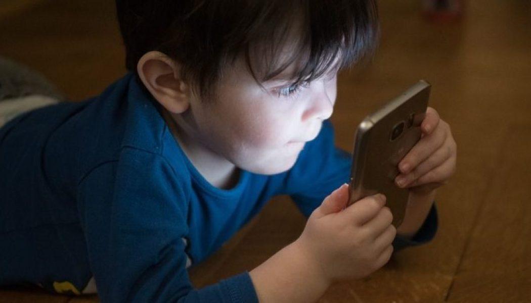 L'impact des smartphones et autres tablettes sur le développement du cerveau des plus jeunes