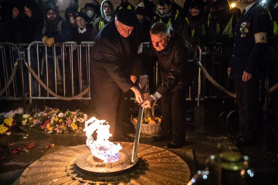 Les Gilets jaunes ont participé au ravivage de la flamme sous l'Arc de Triomphe