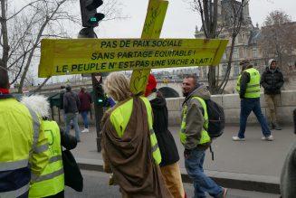 Des gilets jaunes catholiques se manifestent le jour de l'Epiphanie