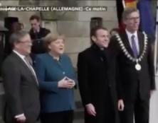 """Aix-la-Chapelle : Macron accueilli par des sifflets, des huées et des""""Macron démission"""""""
