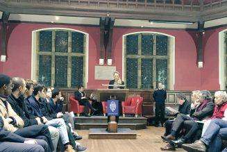 A Oxford, Marion Maréchal défend le populisme