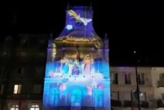 Béziers : magnifique projection d'une crèche animée sur la façade de la mairie