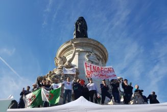 Les Algériens manifestent à Paris