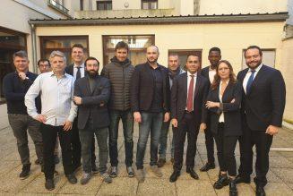 Des Gilets jaunes rencontrent Luigi Di Maio : Paris s'étrangle