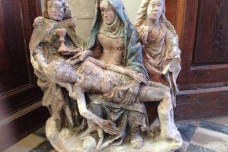 Redécouverte d'une Pieta cachée peut-être depuis la Révolution