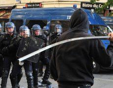 Les gauchistes entre détestation de la police et amour de la police politique