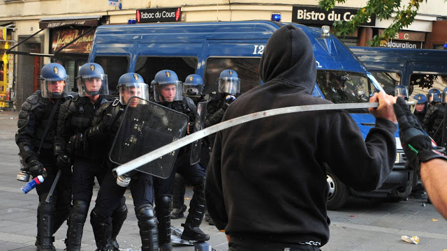 Un CRS avoue : il y a les bonnes et les mauvaises manifs. Les bonnes : supporters algériens et Blacks Blocs. Les mauvaises : LMPT et Gilets Jaunes