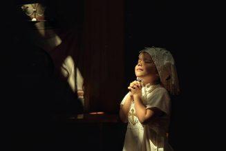 L'acharnement anti-chrétien a un complice: la mondanité dans l'Eglise. Sa servilité, sa pusillanimité devant la République, la perdra