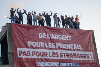 Génération Identitaire occupe la Caisse d'Allocations Familiales de Seine-Saint-Denis
