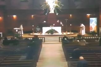 Agression au couteau d'un prêtre en pleine messe