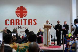 Au Maroc, le pape dénonce les 'marchands de chair humaine' qui spéculent sur les rêves et sur les besoins des migrants