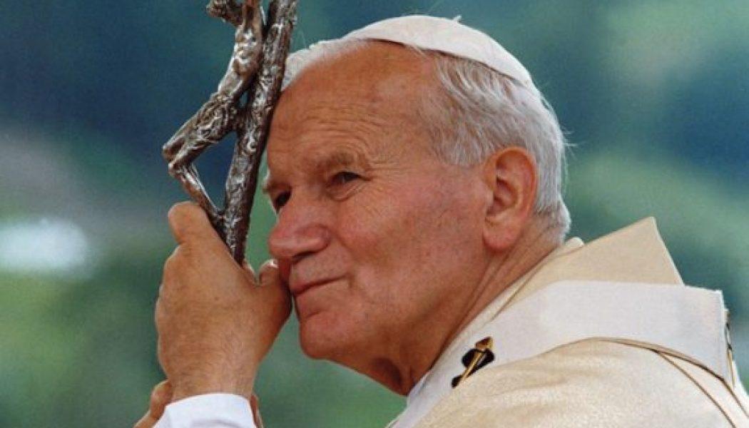 Quelques mots de Jean-Paul II : l'Eglise, Communion et Communauté sacerdotales dans la Sainteté de Dieu