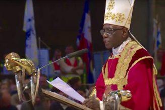 Aujourd'hui, nombre de prêtres et d'évêques sont littéralement ensorcelés par des questions politiques ou sociales