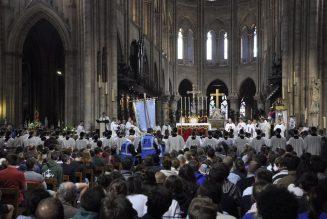 """Notre-Dame de Paris : """"Il faut que France, il faut que Chrétienté continue"""""""