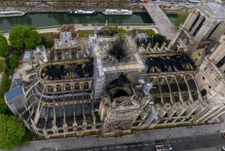 La silhouette blessée de Notre-Dame apparaît comme le signe d'unité pour tous les chrétiens
