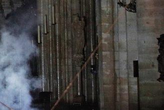 Malgré l'incendie, la statue de Notre-Dame est debout