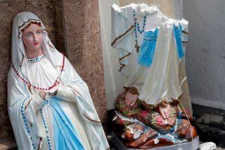 Attentats simultanés dans des églises du Sri-Lanka : plus de 150 morts