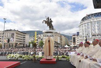 """Pape François : """"Nous nous sommes habitués à manger le pain dur de la désinformation"""""""