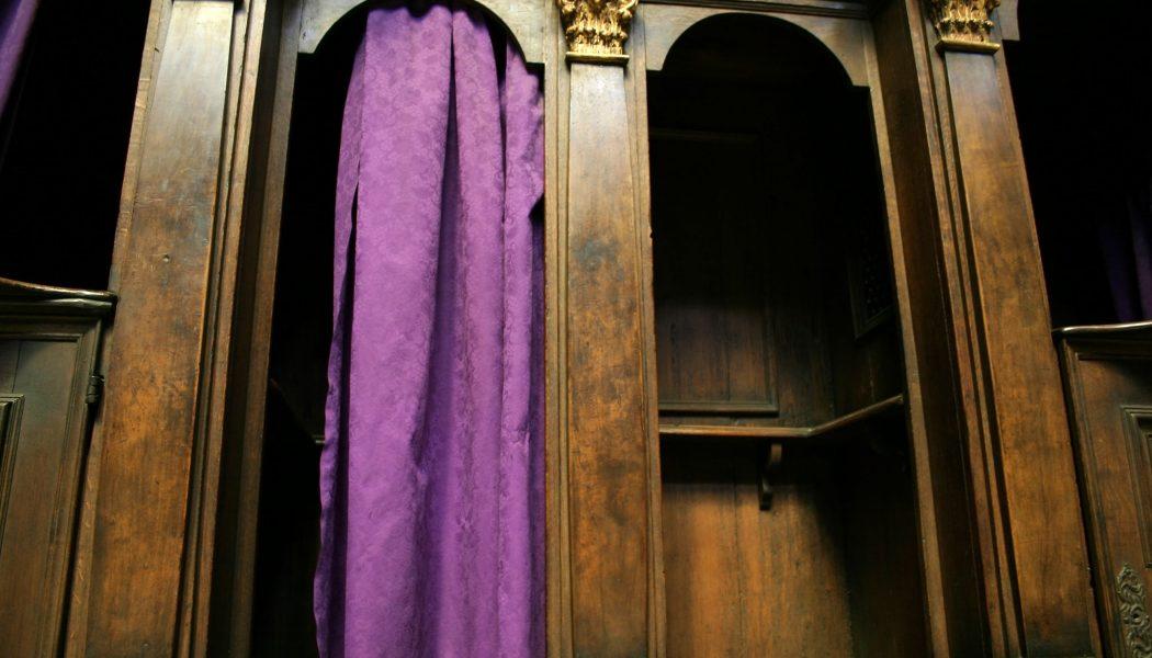 Attaque mondiale contre le secret de la confession